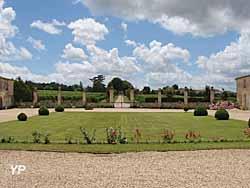 Château d'Abzac - cour