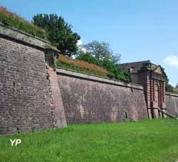 Neuf-Brisach - remparts, porte de Belfort