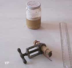 Exposition Les étranges instruments vétérinaires 1870-1970 - Casseau et Etau serre casseau