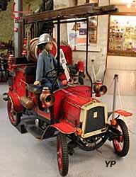 Réplique (jouet) d'une autopompe légère Delahaye de 1912