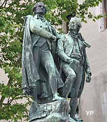 Château des Ducs de Savoie - statue de Joseph et Xavier de Maistre