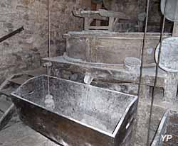 Moulin à eau de Cougnaguet - meule qui écrase le blé