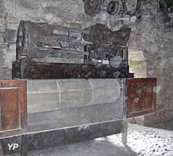 Moulin à eau de Cougnaguet - bluttoir qui filtre la farine