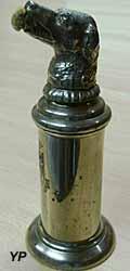 Musée du Scribe - chien mouilleur épistolaire