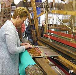 Atelier de tissage à bras