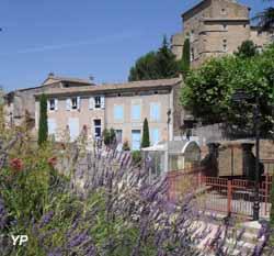 Village (JM Leroux)