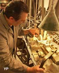 Musée de la Nacre et de la Tabletterie - gestes de boutonnier