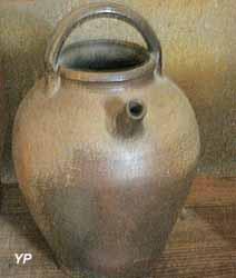 Maison de l'Élevage et du Charolais - cruche pour boire aux champs