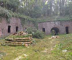 Fort de Roppe - cour intérieure, boulangerie et lavabos (Défense)