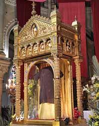 Sainte Tunique lors de l'ostension (présentation) de Pâques 2016
