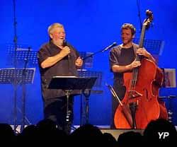 Ferme-musée du Cotentin - Théo capelle et son musicien Dany
