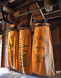 Moulin de Maupertuis - empocheuse à farine