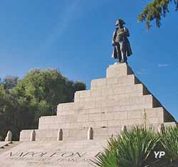 Visite d'Ajaccio - statue de Napoléon à la Casone