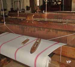 Atelier des tisserands et de la charentaise - métier à tisser de 1820 (Office de Tourisme Intercommunal du Haut Périgord à Varaignes)