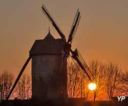 Moulin à vent de Frouville-Pensier (ASMFP / Laurent Nogueira)