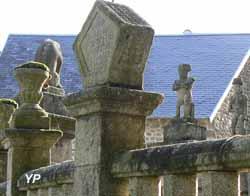 Sculptures de l'enceinte de la cour