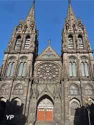 Cathédrale Notre-Dame de l'Assomption - façade Ouest (Yalta Production)