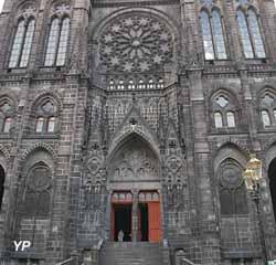 Cathédrale Notre-Dame de l'Assomption - façade Ouest depuis la rue des Gras