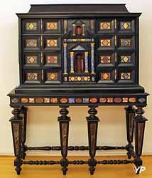Cabinet hollandais (pallissandre noirci, ébène, lapis-lazuli - Musée d'art Roger-Quilliot