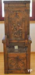 Cathèdre au dossier sculpté (Musée d'art Roger-Quilliot)