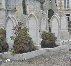 Église Saint-Martin - tombes des familles Hugo et Vacquerie