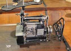 machines à coudre pour l'industrie de la bonneterie (Musée Labenche)