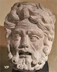 tête gallo-romaine de Jupiter (fouilles de Tintignac, Musée Labenche)