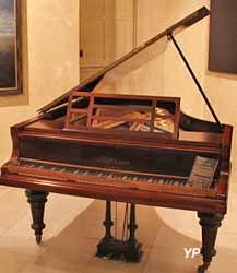 piano quart de queue de Claude Debussy (Musée Labenche)