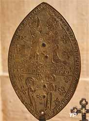 Reliquaire en forme d'amande (cuivre doré, XIIe s., MH  1891)