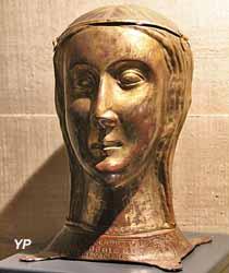 Chef-reliquaire d'une compagne de sainte Ursule (cuivre doré, XIIIes., MH 1891)