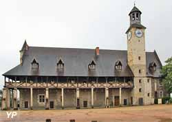 Château des Ducs de Bourbon, Tour de l'horloge, galerie à colombages