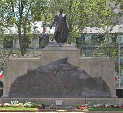 Monument aux morts (1919-1935, sculpteur Charles Plas)
