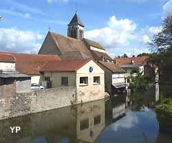 L'Essonne et l'église Saint-Etienne à Corbeil-Essonnes (doc. Yalta Production)