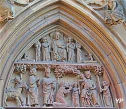 Le Christ trônant entouré d'anges portant les instruments de sa passion et, au dessous, l'adoration des mages