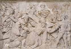 Retable de la Passion et statue de sainte Reine - chemin de Croix