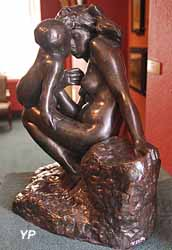 La jeune mère (bronze, Auguste Rodin)