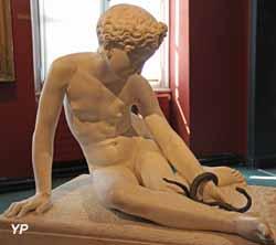 L'Innocence ou l'Enfant à la couleuvre (marbre, Louis Desprez)