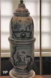 Fontaine à eau potable (faïence grand feu, XVIIIe s.)