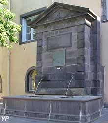 Fontaine place du 8 mai 1945