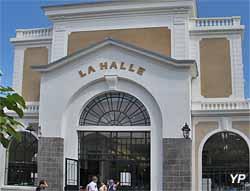 Marché couvert (ancienne halle au blé), place de la Libération (Yalta Production)