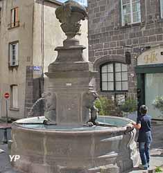 Fontaine des Lions, rue de l'Horloge (1614)
