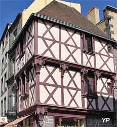 Maison à pan de bois rue de l'Hôtel de ville