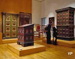Salle Italie de la Renaissance : arche sainte et pupitre de lecture