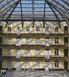 Cour du pavillon central du Palais social