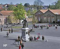 Place du Palais social (Georges Fessy / Familistère de Guise)