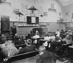 Classe des enfants de 4 à 5 ans des écoles du Familistère en 1899