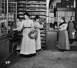 L'épicerie du Palais social en 1901