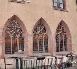 Fenêtres gothiques du réfectoire d'été