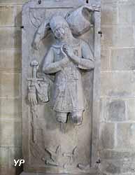 Dalle funéraire en grès jaune du chevalier Werner Falcke de Munsweiler (XIVe s.)