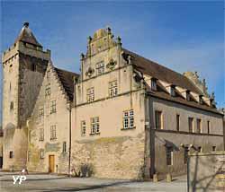 Ancien hôtel de ville et tour des Sorcières